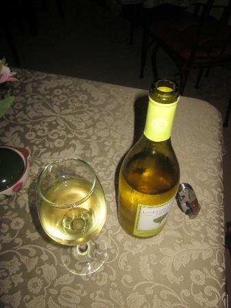 Thistledown Inn B&B: Wine!!!!