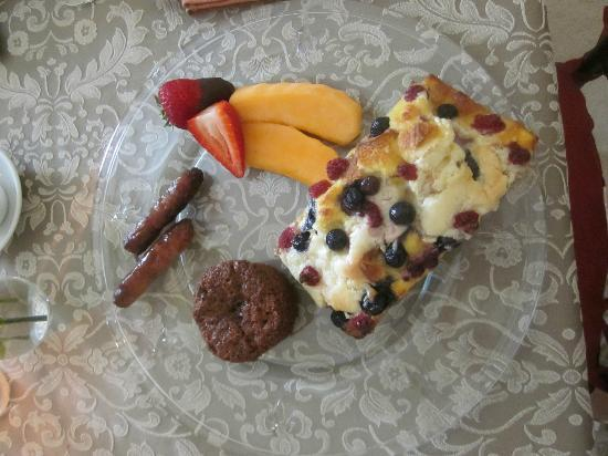 Thistledown Inn B&B: One of our AMAZING breakfasts. This was the sweet option......SOOO GOOD!!!! I can't wait for mor