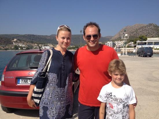 Hotel Rachel: Giannis нам помог перенести багаж в порт и подарил очень хороший подарок :)