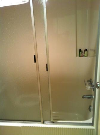 Budget Host Inn: clean showers & good water pressure