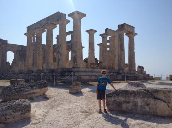 Hotel Rachel: Giannis, владелец, также подвез нас до храма Афаи (маленький Парфенон :),