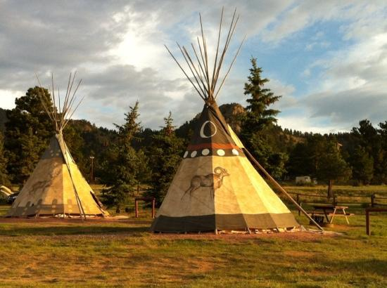Elk Meadow Lodge & RV Resort: teepee's!!