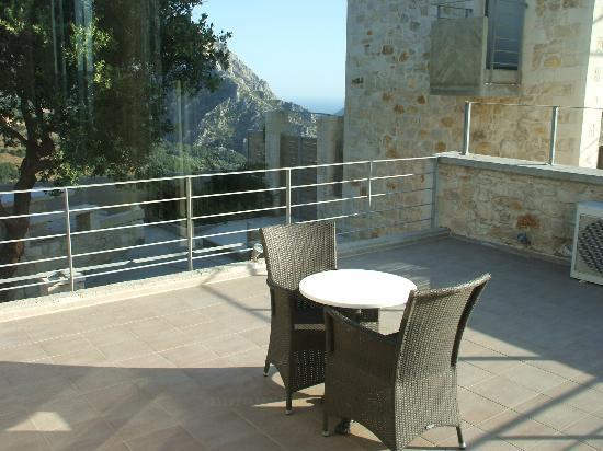 Anna Boutique Villas: Roof terrace with sea view in background (looking south)