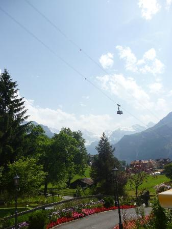 Beausite Park Hotel: Cable car next to hotel
