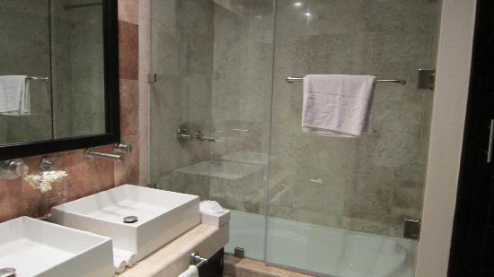 Residences El Faro: banheiro