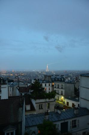 Une Chambre a Montmartre : La Tour Eiffel dans toute sa splendeur