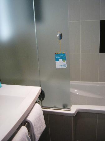 Ibis Styles Nice Airport Arenas: salle de bains