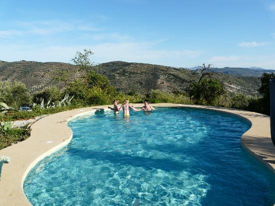 Brazos Abiertos Casa Rural: Zalig zicht vanuit het zwembad