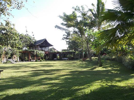 KajaNe Yangloni: área de lazer-jardim