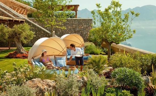 Monastero Santa Rosa Hotel & Spa: Outdoor sofa