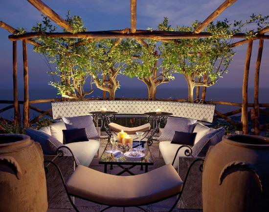 Monastero Santa Rosa Hotel & Spa: Outdoor bar
