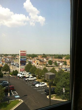 Hampton Inn Chicago-Midway Airport : View from room looking towards the airport
