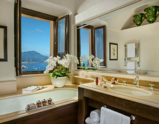 Monastero Santa Rosa Hotel & Spa: Bathroom