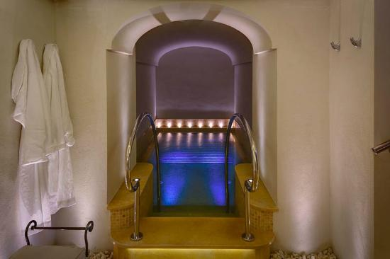 Monastero Santa Rosa Hotel & Spa : Hydromassage pool