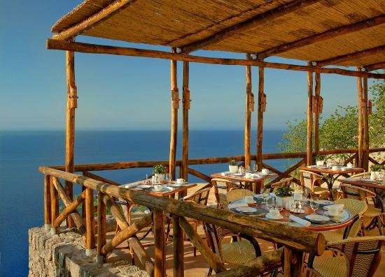 Monastero Santa Rosa Hotel & Spa: Restaurant terrace