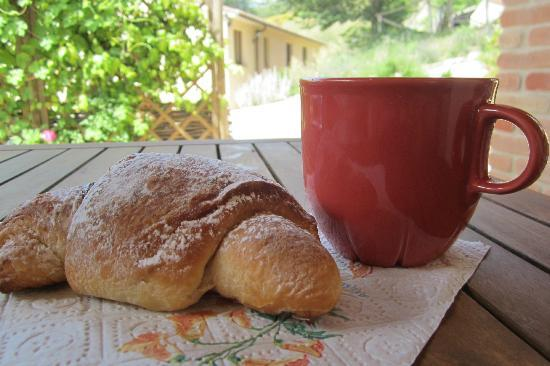 Villa Pian Di Cascina : Breakfast: delivered chocolate crossiants