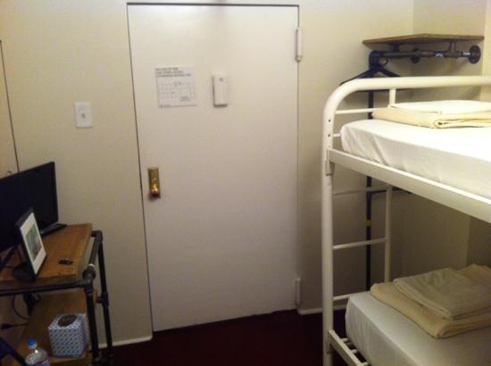 American Dream Hostel: single bunk room