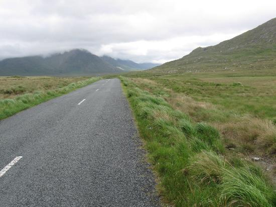 Lough Inagh Lodge: Hiking