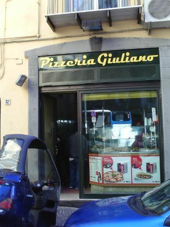 Pizzeria Giuliano : l'entrata della pizzeria