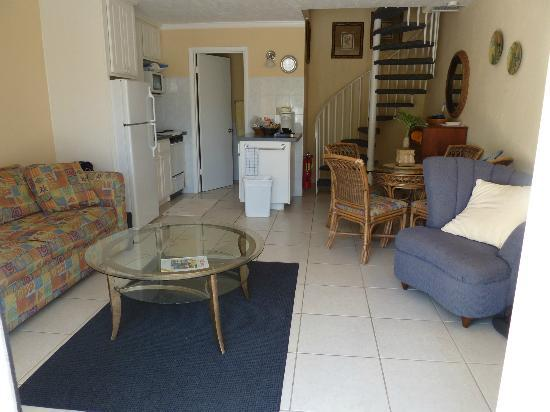 Sunrise Beach Clubs and Villas: Looking in to ground floor/living rm/kitchenette/half bath