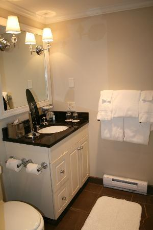 Grace White Barn Inn & Spa: Bathroom
