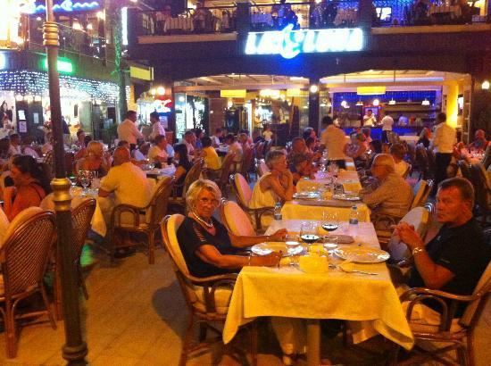 La Luna Restaurant: La Luna outdoor place..