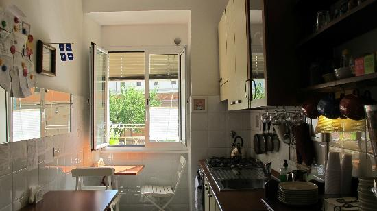 Campanella 3: The lovely kitchen with a nice view of a lemon tree outside
