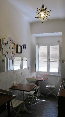 Campanella 3: I simply love the light that shines in from the kitchen window - with a view of a lemon tree