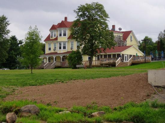 Evandale Inn: Evandale Resort and grounds