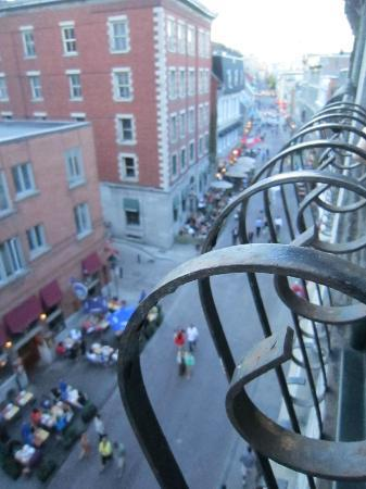 Auberge du Vieux-Port: looking out onto rue St. paul
