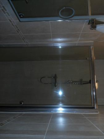 The Crown Hotel: double shower