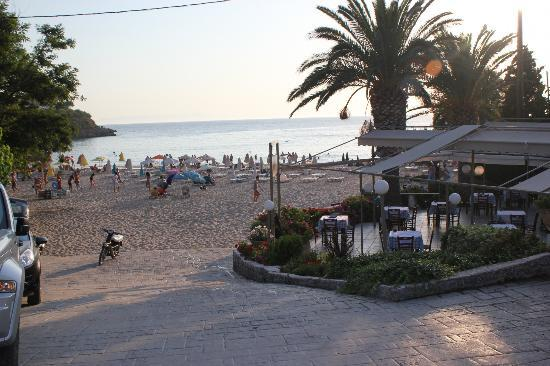 Kalogria Beach Hotel: I generall sit at the 3rd table along on the front - Wonderful!
