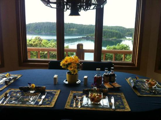 A Channel View B&B: Wonderful breakfast with a view!