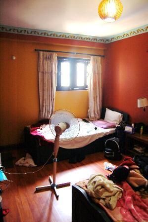 Hotel Kathmandu Terrace: twin bed room