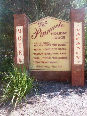 Pinnacle Holiday Lodge: sign