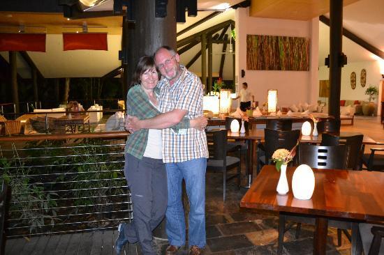 Kewarra Beach Resort & Spa: Restaurant mit Bar im Hintergrund