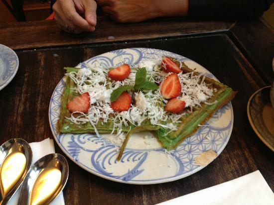 Chen Che Teehaus: The Green Waffles   The Person Who Showed Me Chen Che Says
