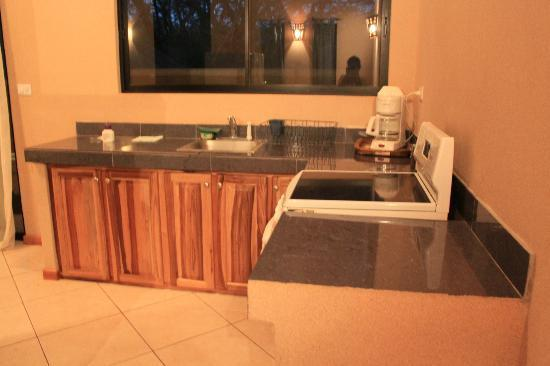 Tamarindo Blue Apartments: Kitchen