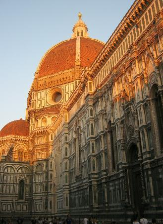 Residenza Castiglioni: The Duomo catching the last rays of the sun