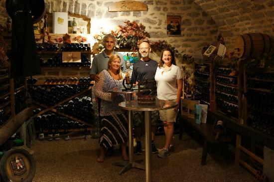 Chambres d'hotes et Gite des Fees : Beautiful wine cellar