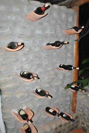 Villa Italia : pared de vinos