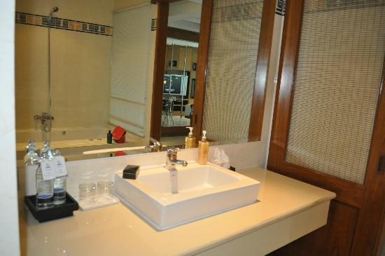 Rayaburi Beach Club Hotel: Sink