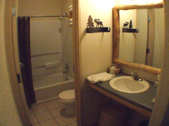 Gateway Inn: 2. Bathroom