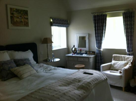 Willow Barns: Beautiful Room 1.