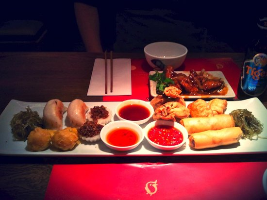 Cha Cha Moon: Mix of their food ( a plate for two persons )