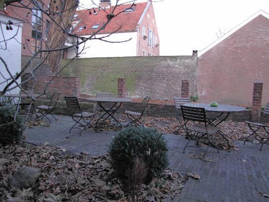Hotel de Tabaksplant: The garden, I'm sure it's nicer in the summer sun.