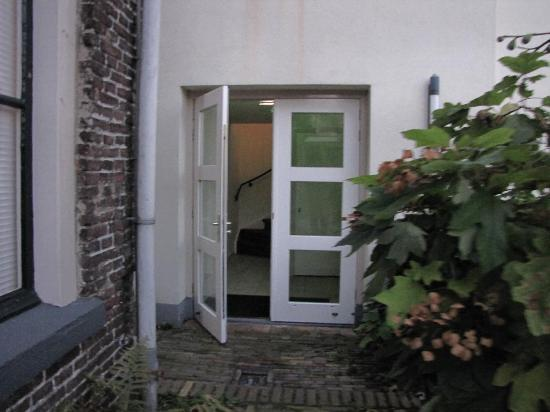 Hotel de Tabaksplant: entrance to the annex, in back, where we stayed.