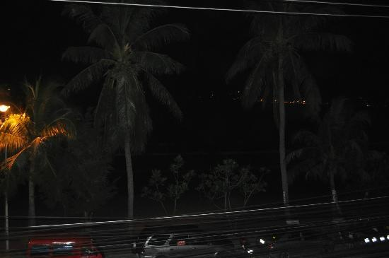 Rayaburi Beach Club Hotel: Night View