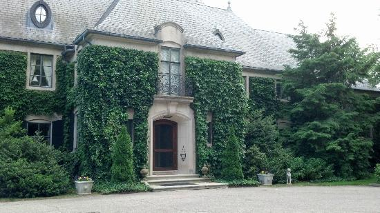 Greencrest Manor : View from parking area