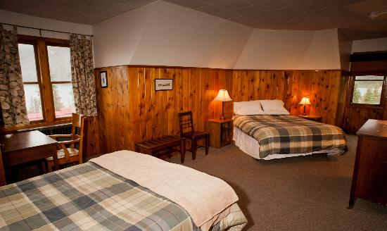 Num-Ti-Jah Lodge: Lake View 2 Queen Room